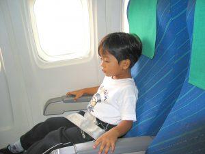 Enfant avion
