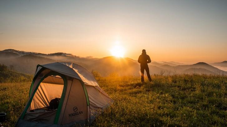 Camping : que faut-il absolument prendre ?